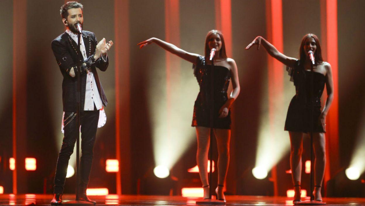 """Występ Albanii w finale to dla wielu spore zaskoczenie. Eugent Bushpepa zaprezentował w """"Mall"""" ojczysty język (fot. Andreass Putting/eurovision.tv)"""