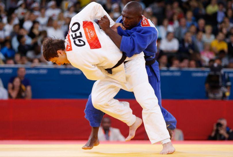 Kameruńczyk Dieudonne Dolassem w walce z Gruzinem Varlamem Lipartelianim (fot. Getty Images)