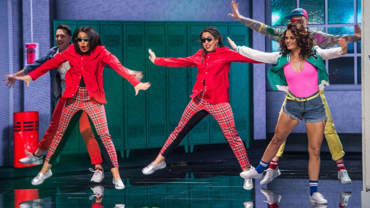 """Pharrell Williams w utworze """"Happy"""" prezentuje radosny, ale dość skomplikowany taniec. Jak poradziły sobie siostry Kazadi? (fot. TVP)"""