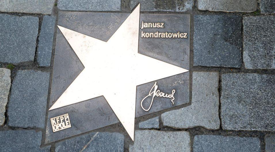 ...oraz zmarłego autora tekstów Janusza Kondratowicza (fot. N. Młudzik/TVP)