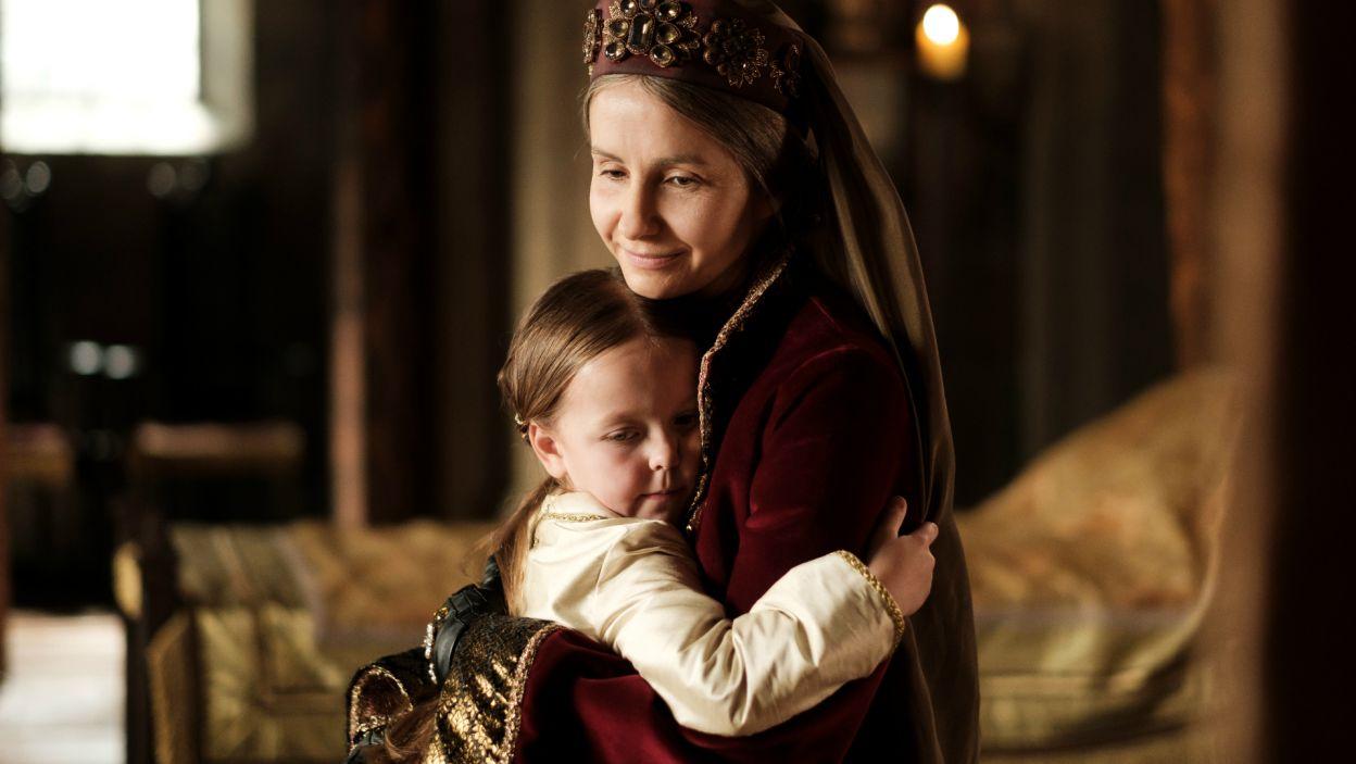 Pomijana przez rodziców, Jadwiga została ulubienicą swojej babki Elżbiety, która zadbała o jej wykształcenie i miała ogromny wpływ na jej los (fot. TVP)