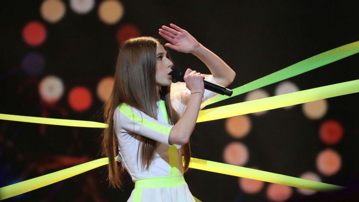"""W ubiegłorocznym konkursie 13-latka podbiła serca widzów na całym świecie piosenką """"Anyone I Want To Be"""" (fot. Tatyana Zenkovich/PAP/EPA)"""