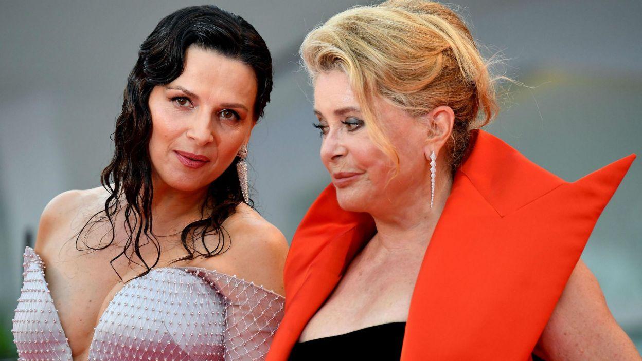 Juliette Binoche i Catherine Deneuve (fot. PAP/EPA/ETTORE FERRARI)