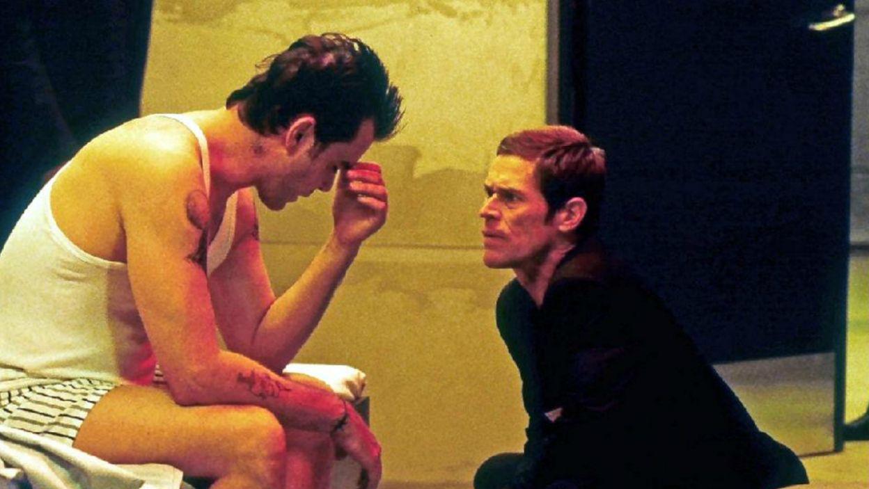 """W """"Control"""" (2004 r.) Dafoe wcielił się w postać dra Copelanda, który nadzoruje tajny eksperyment (fot. TVP)"""