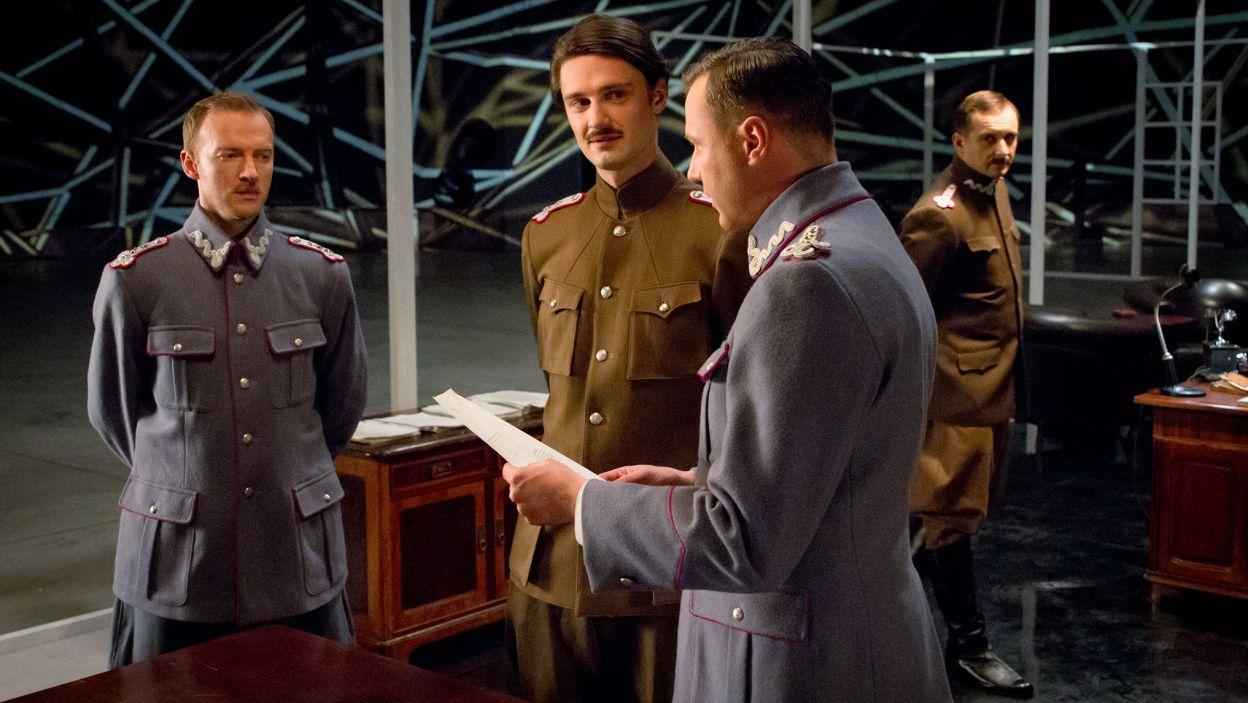 Spektakl Tomasza Drozdowicza i Beaty Hyczko przedstawia mało znany epizod z wojny polsko-bolszewickiej 1920 roku (fot. Mirosława Łukaszek)