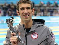 Michael Phelps otrzymał nagrodę od Międzynarodowej Federacji Pływackiej (fot. Getty Images)