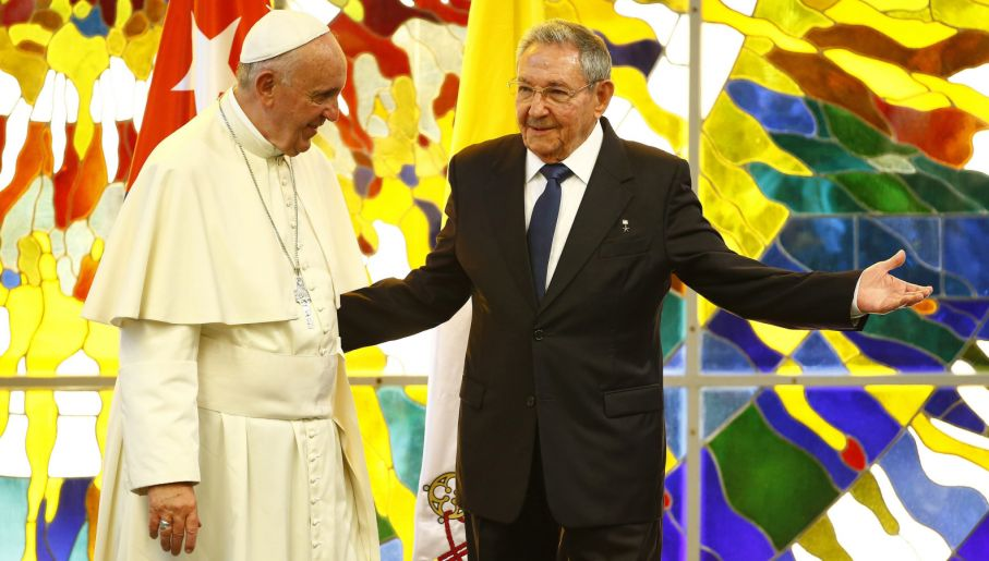 Franciszek i Raul Castro (fot. PAP/EPA/TONY GENTILE/POOL)