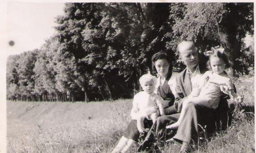 Ryszard Siwiec z żoną oraz córkami Innocentą i Elżbietą
