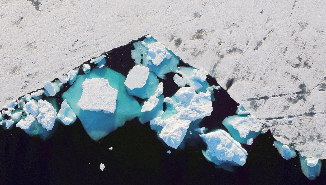 Wiedza na temat tych jezior pomaga m.in. lepiej zrozumieć możliwe reakcje lodowca na wzrost temperatur (fot. REUTERS/Lucas Jackson)
