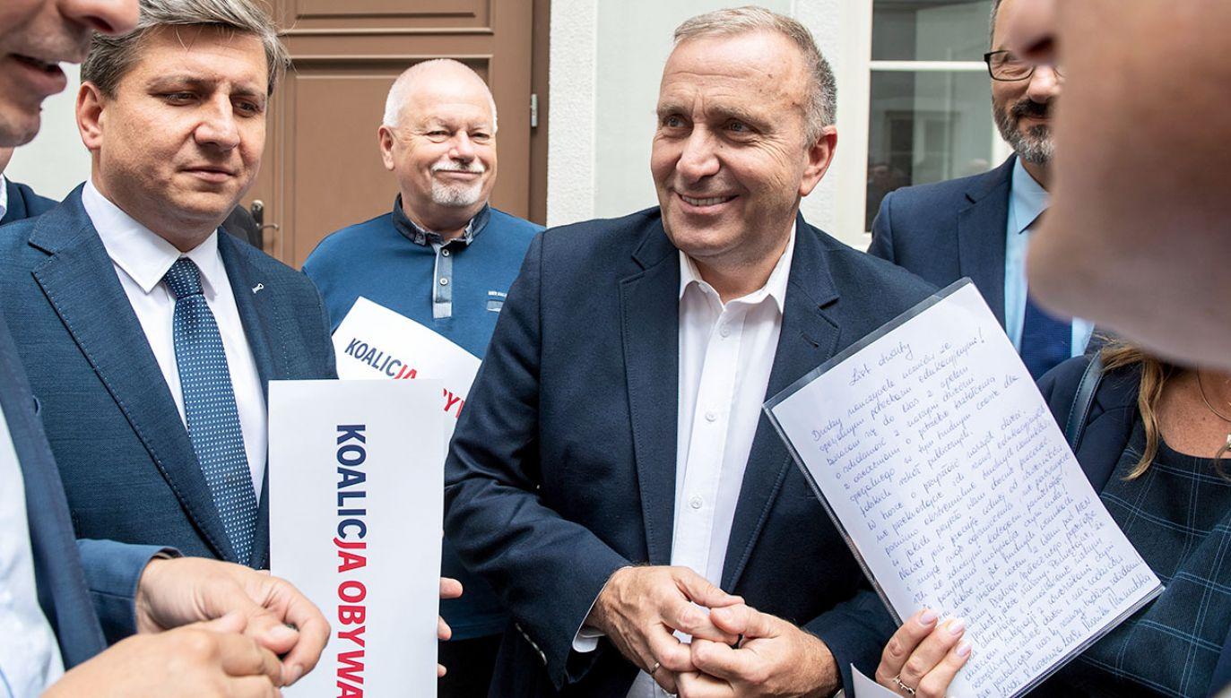 Szef PO Grzegorz Schetyna pisze o końcu nienawiści wobec przeciwników, choć niedawno nazywał ich szarańczą (fot. PAP/Grzegorz Michałowski)