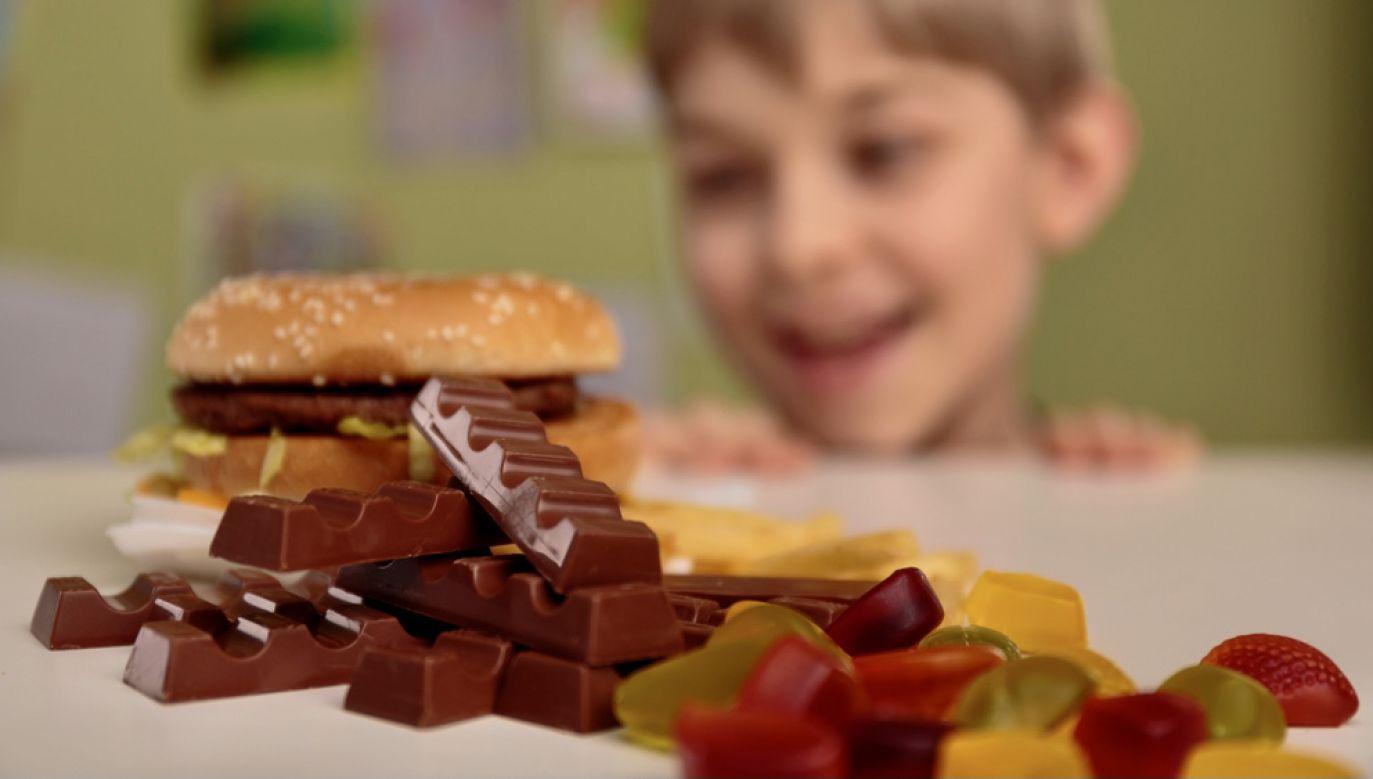 Dzieci poniżej 10. roku życia spożywają aż 95 g cukru dziennie (fot. Shutterstock/Photographee.eu)
