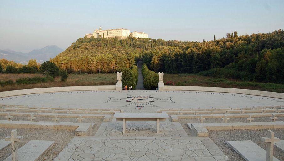 Polski Cmentarz Wojenny na Monte Cassino zbudowali żołnierze, uczestnicy bitwy (fot. Wiki/Ra Boe)