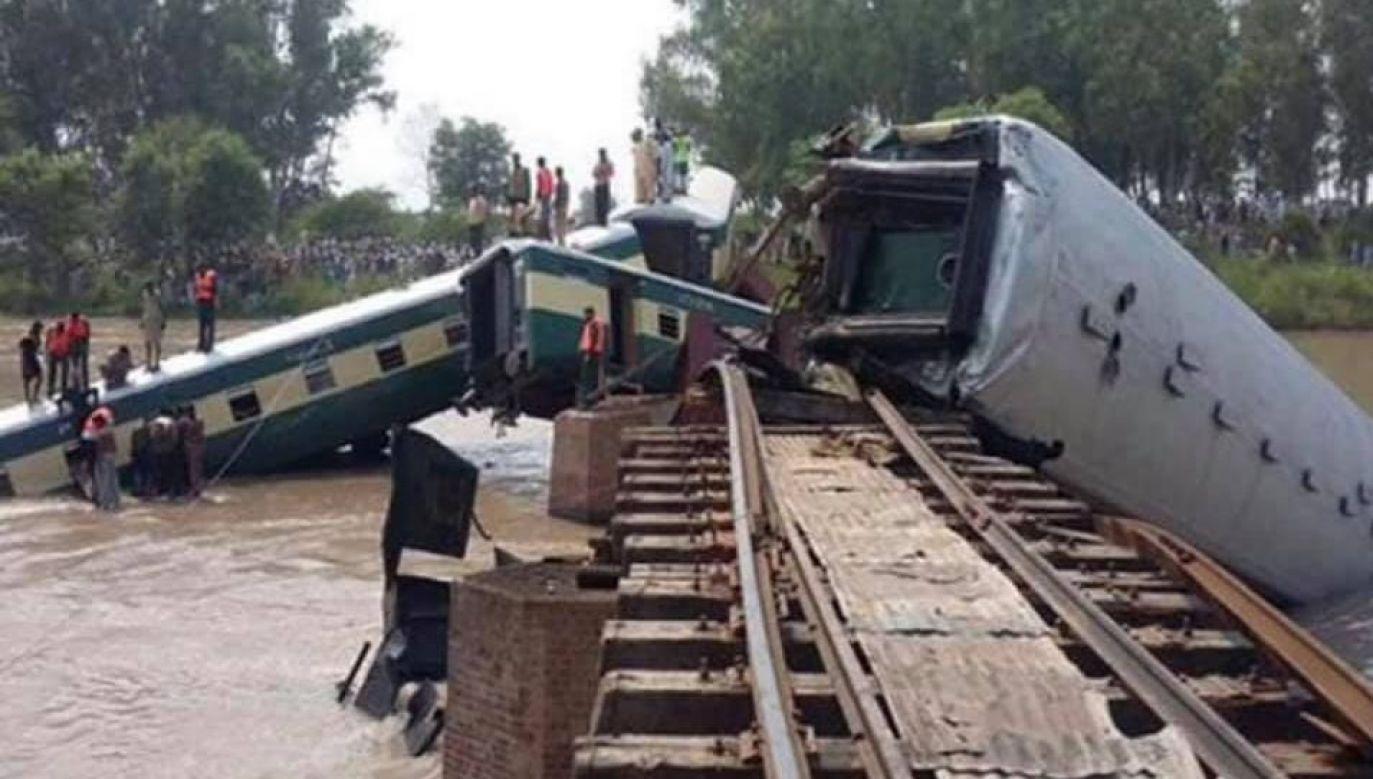Most załamał nim pociąg zdążył go opuścić (fot. Twitter)