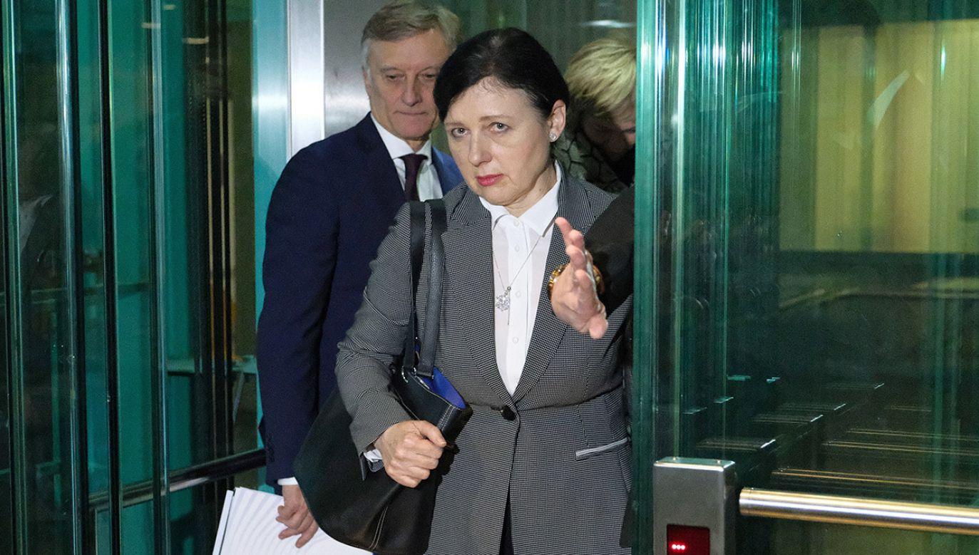 Rzecznik rządu twierdzi, że intencje Very Jourovej są nieszczere (fot. PAP/Mateusz Marek)