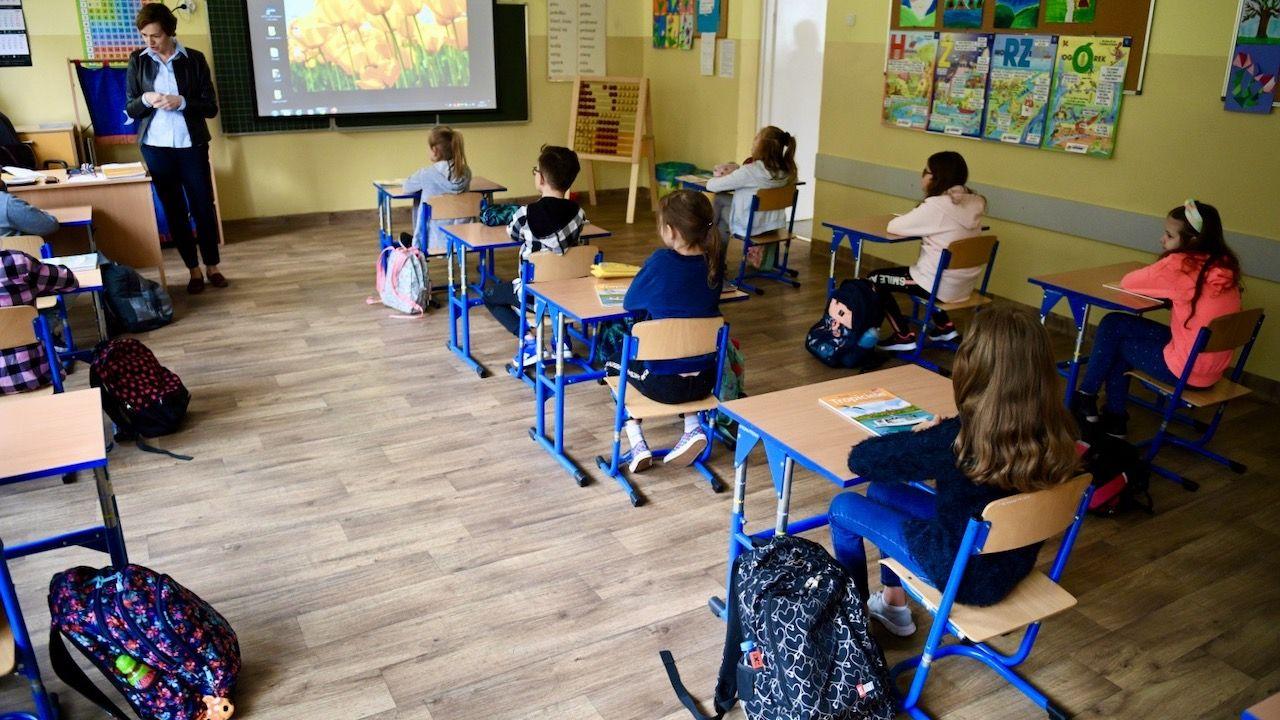 Szef MEN mówił o wystawianiu ocen i pomocy dla uczniów oraz nauczycieli (fot. PAP/Darek Delmanowicz)