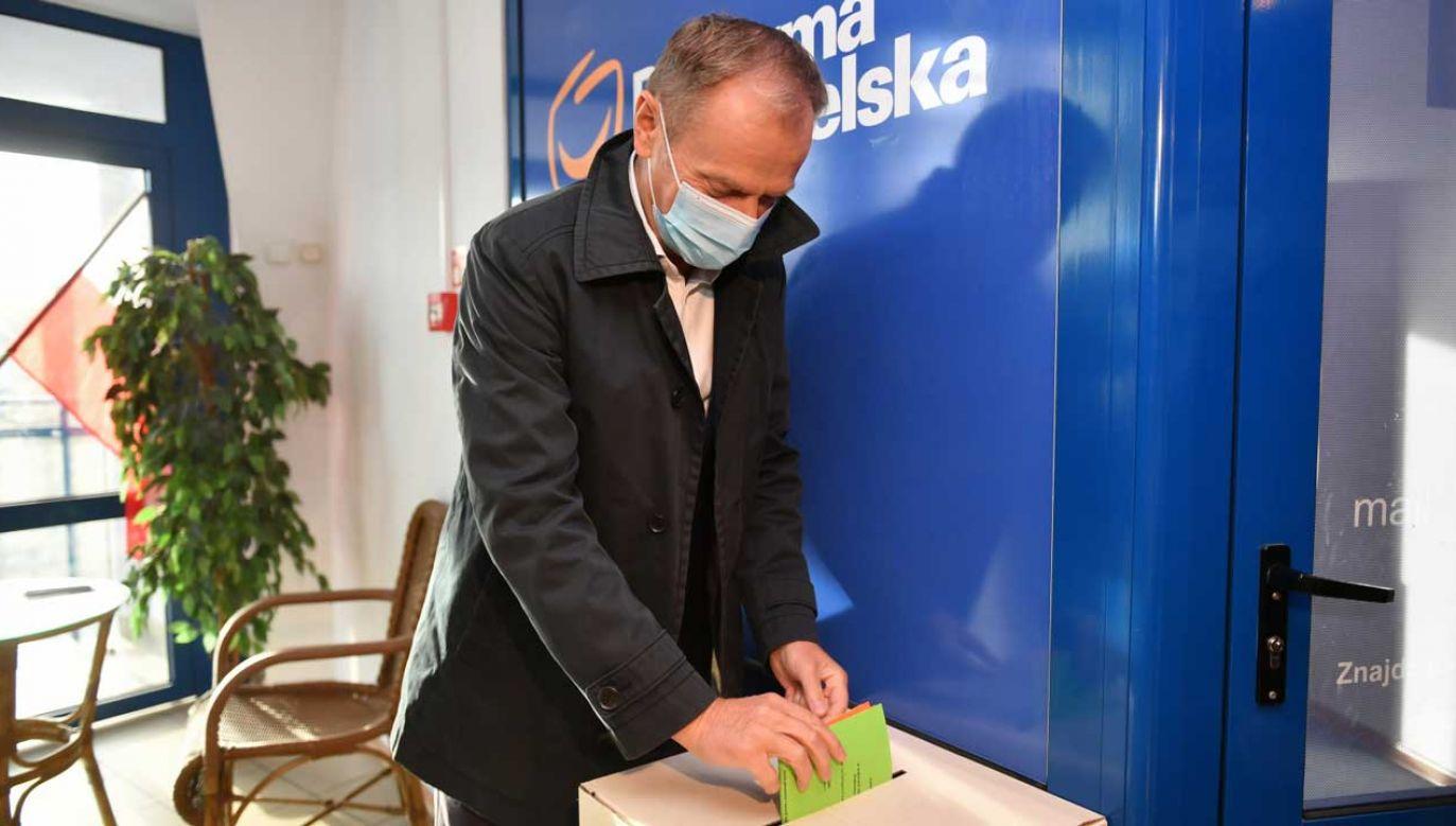 Donald Tusk zagłosował w Sopocie (fot. PAP/Adam Warżawa)