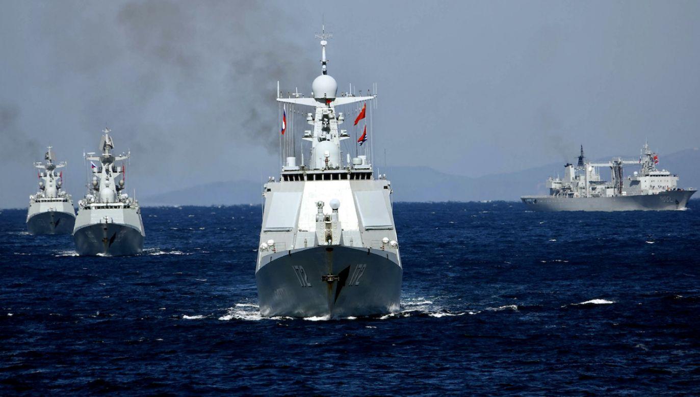 Po przejściu przez cieśninę okręty wpłynęły na Morze Wschodniochińskie (fot. Sun Zifa/China News Service via Getty Images)