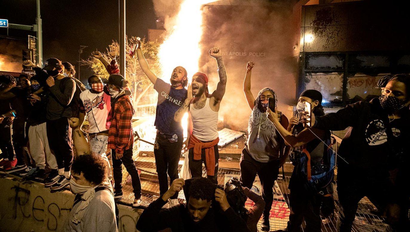 Tragiczne wydarzenia w Minnesocie (fot. Carlos Gonzalez/Star Tribune via Getty Images)