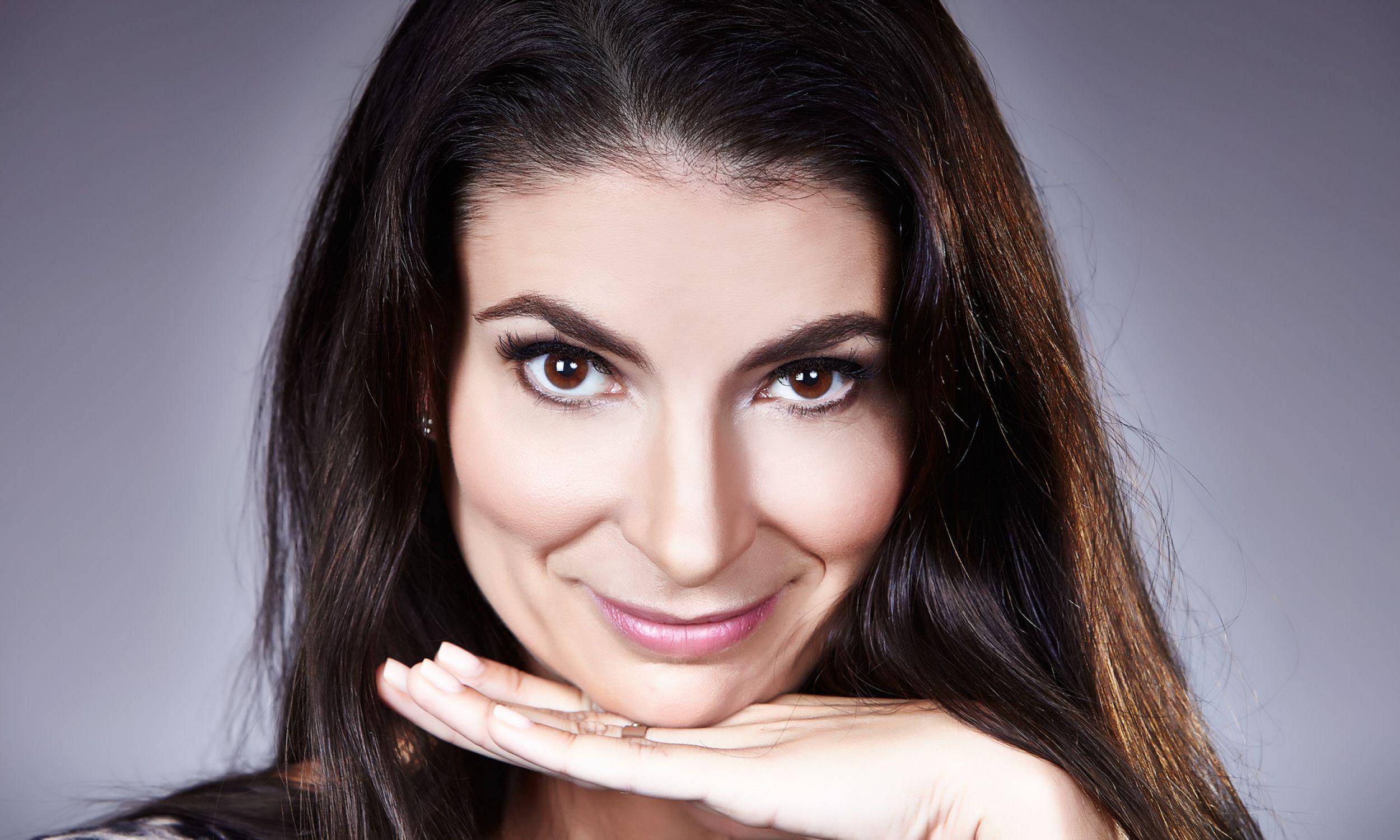 Ałbena Grabowska jest dwujęzyczna, wychowana w dwóch kulturach - polskiej i bułgarskiej. Fot. Miro Bestecki, archiwum prywatne AG