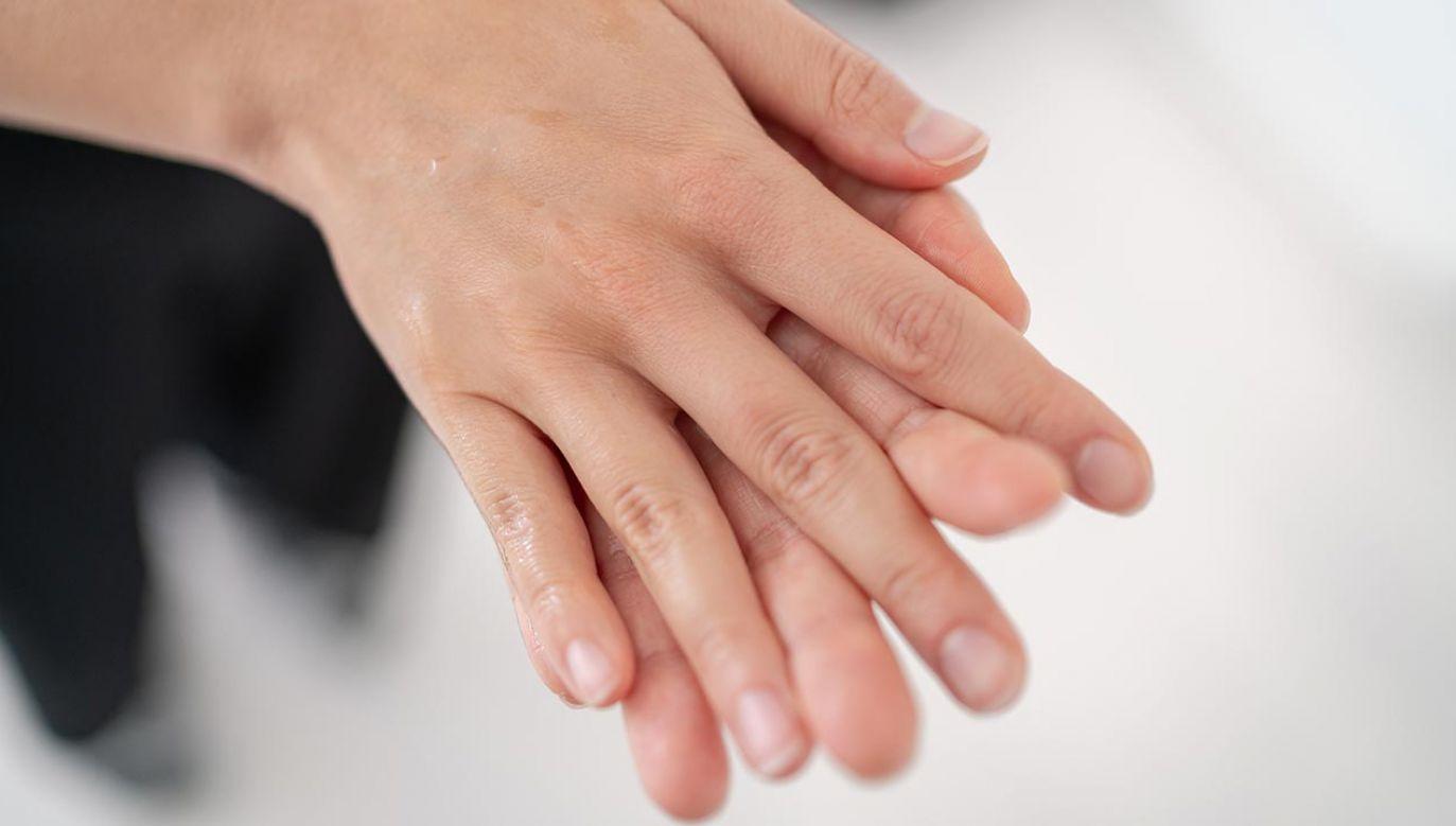 Zmiany skórne pojawiają się u ponad 40 proc. osób (fot. Shutterstock/Maridav)