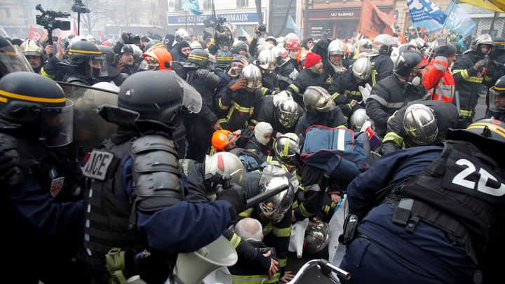 Znalezione obrazy dla zapytania policja vs straz pozarna paryż
