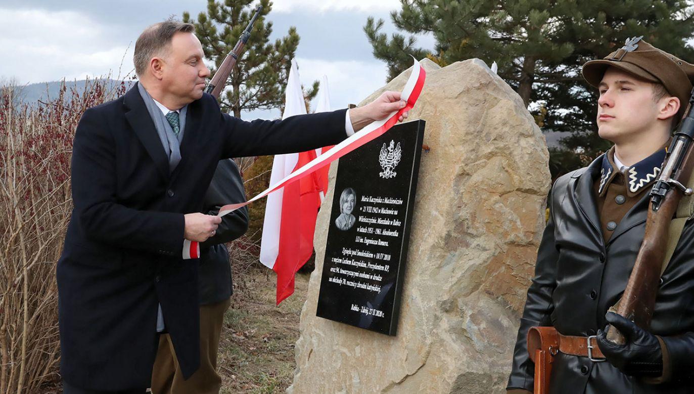 Prezydent Andrzej Duda odsłonił w Rabce-Zdroju tablicę upamiętniającą Marię Kaczyńską (fot. PAP/Grzegorz Momot)