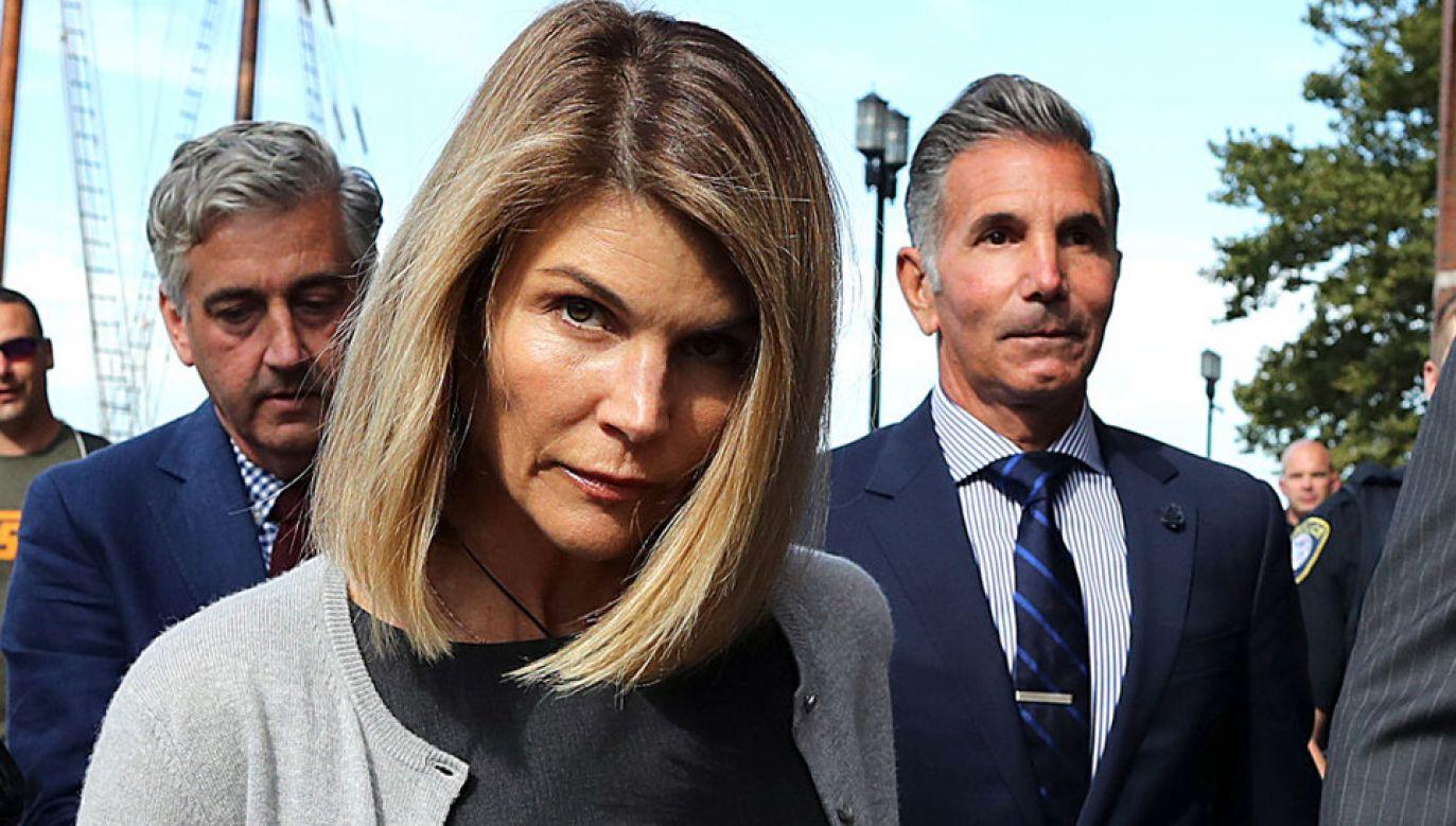 Lori Loughlin miała płacić łapówki za przyjęcie córek na uczelnię (fot. John Tlumacki/The Boston Globe via Getty Images)