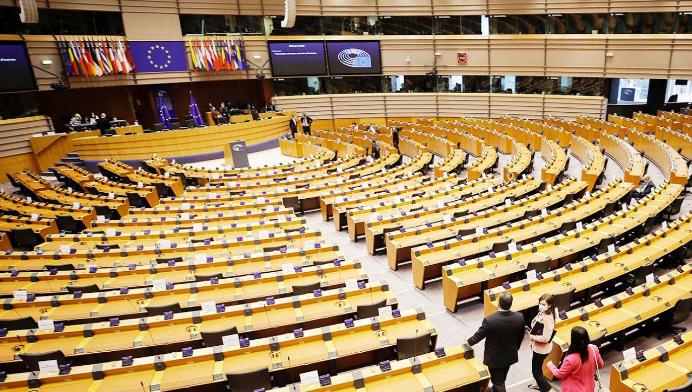 Komentarze na temat aborcyjnej rezolucji (fot. PAP/EPA/OLIVIER HOSLET)