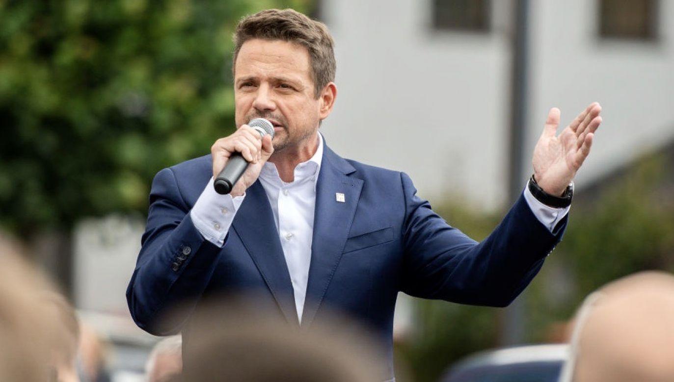 Trzaskowski uważa, że rząd ukrywa coś przed Polakami. (fot. Mateusz Slodkowski/SOPA Images/LightRocket via Getty Images)