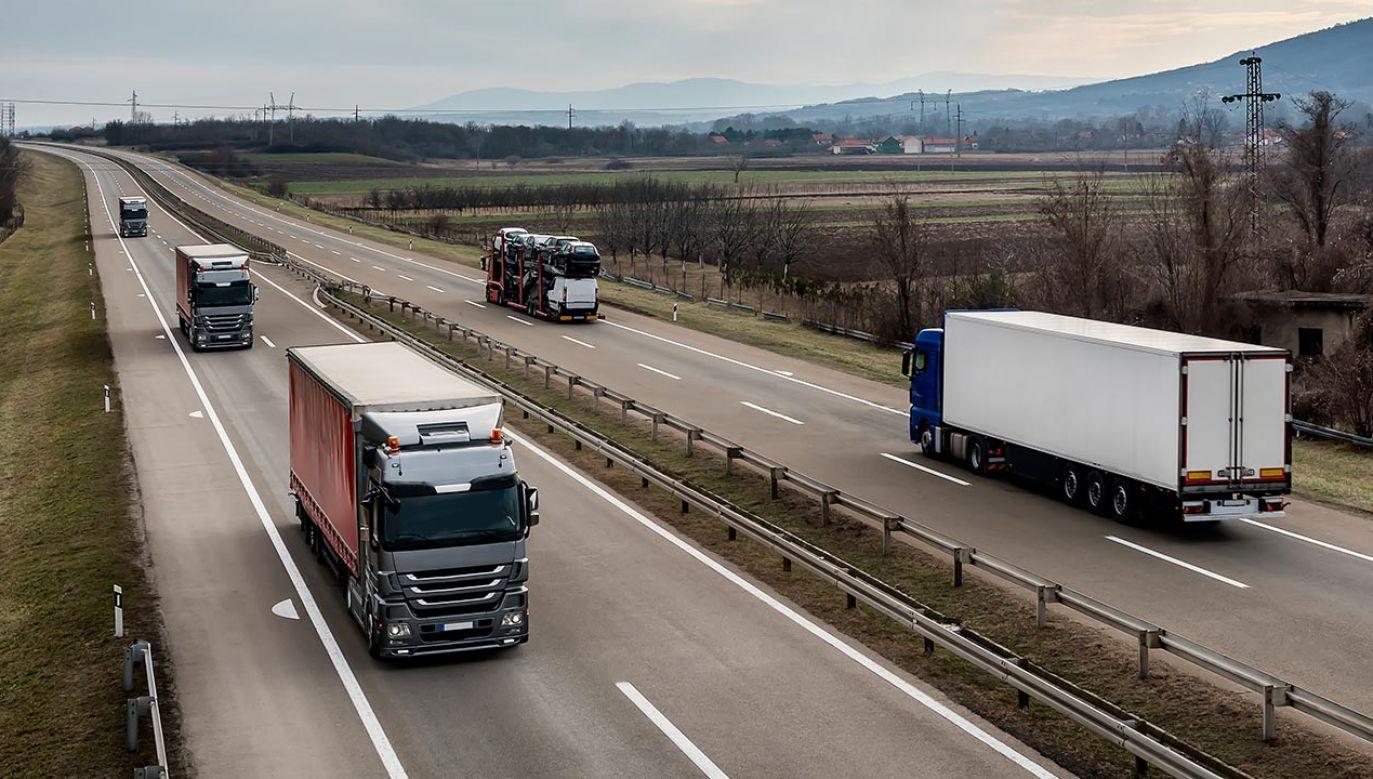 Jedne z najbardziej kontrowersyjnych zapisów pakietu to m.in. obowiązek regularnego powrotu pojazdu do kraju siedziby raz na 8 tygodni (fot. Shutterstock/WR7)