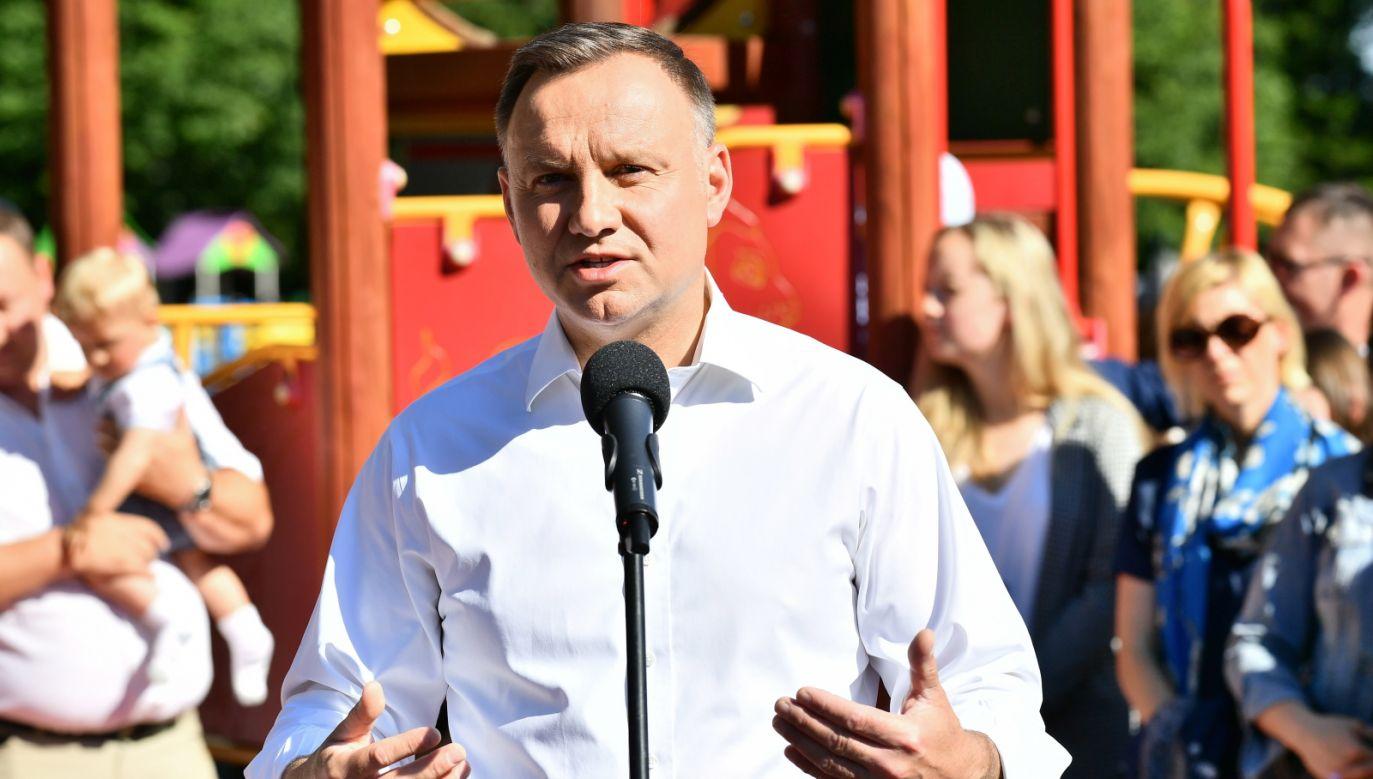 Ubiegający się o reelekcję prezydent RP Andrzej Duda podczas spotkania z mieszkańcami w Wałbrzychu (fot. PAP/Sebastian Borowski)