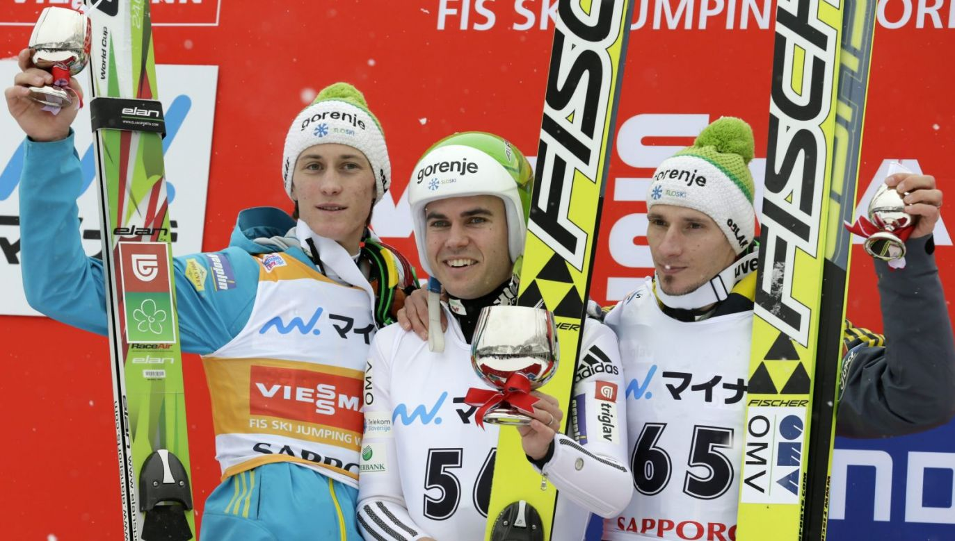 Jernej Damjan po wygranej w zawodach w Sapporo (fot. PAP/EPA)