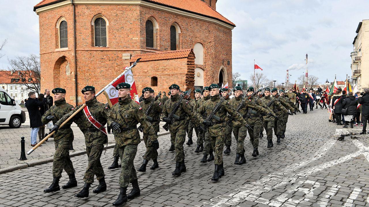 Uroczystości upamiętniające ogłoszenie Pięciu Prawd Polaków odbyły się na wrocławskim Ostrowie Tumskim (fot. PAP/Jan Karwowski)