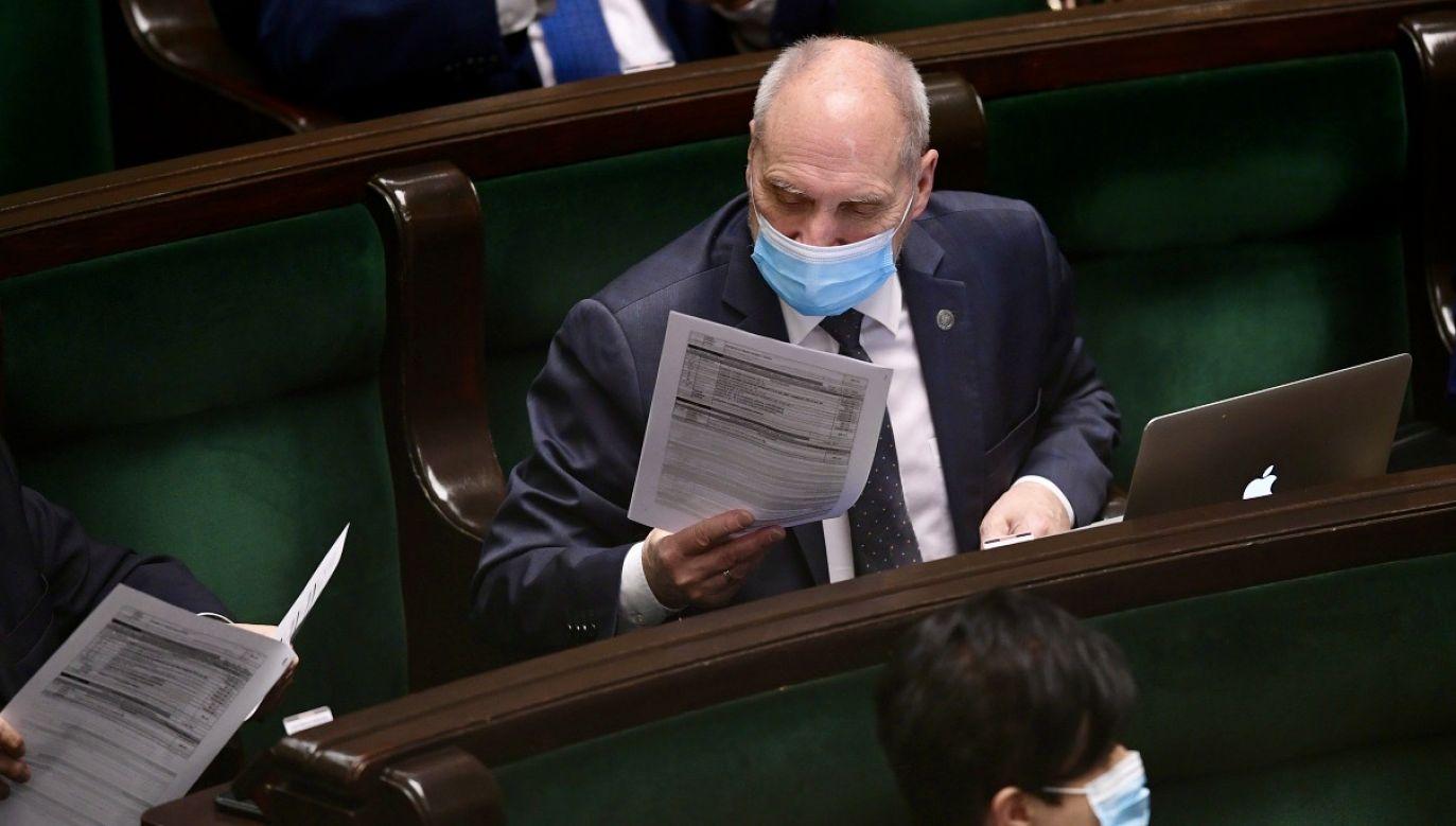 Polityk odniósł się do kwestii powiązania praworządności z wypłatą pieniędzy z UE (fot. PAP/Marcin Obara)