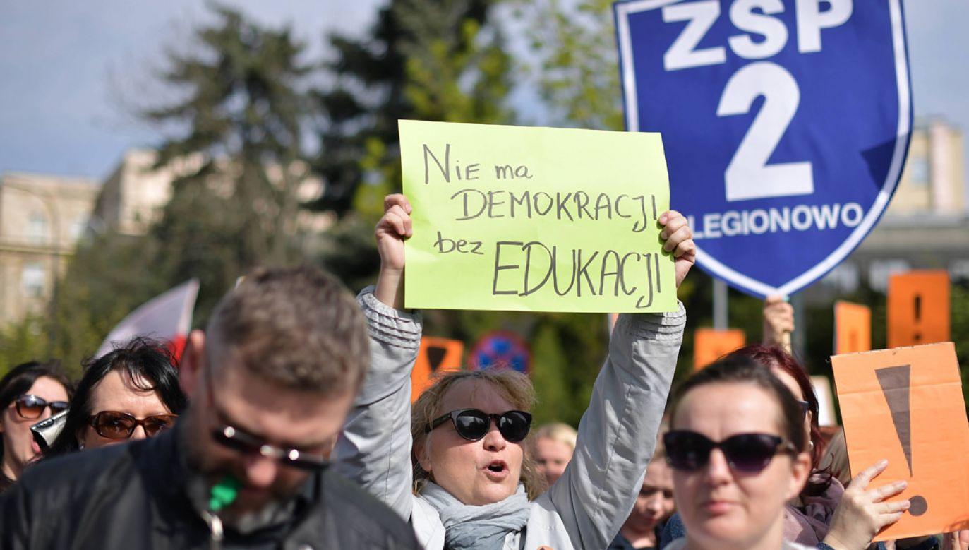 Związki zawodowe nauczycieli nie wykluczają kolejnego strajku (fot. arch.PAP/Marcin Obara)