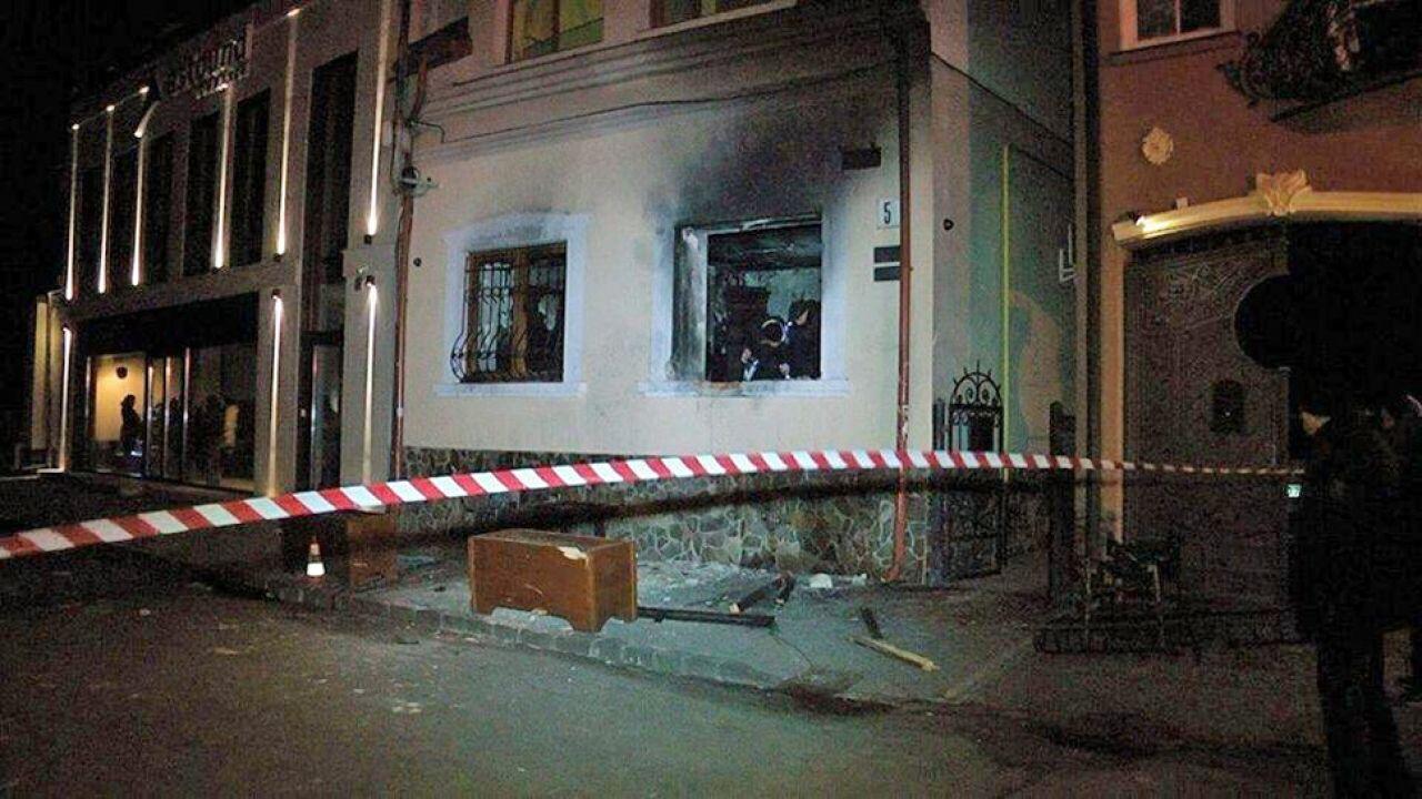 Pożar budynku Towarzystwa Węgierskiej Kultury Zakarpacia został szybko ugaszony (fot. FB/sergii.knyazev)