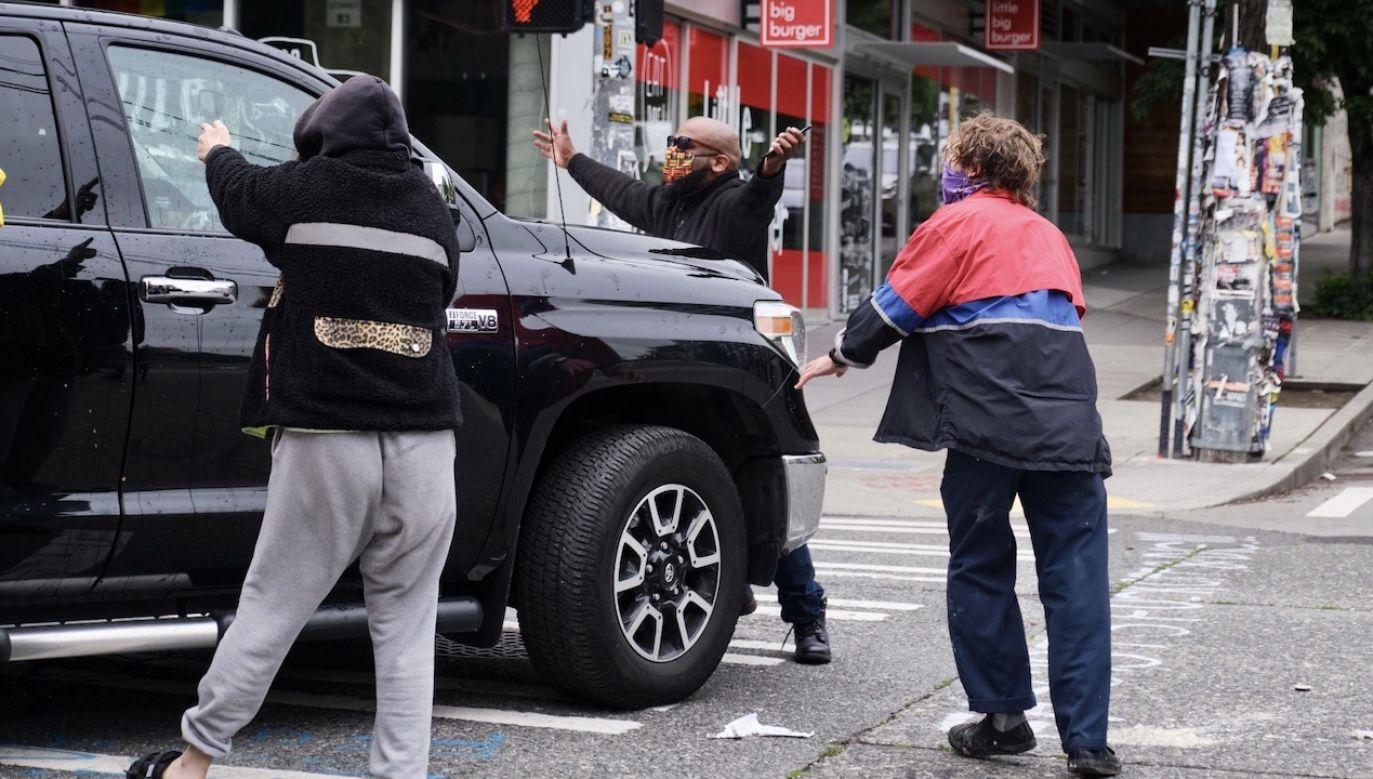 """""""Strefa wolna od policji"""" została utworzona po śmierci George'a Floyda (fot. PAP/EPA/STEPHEN BRASHEAR)"""