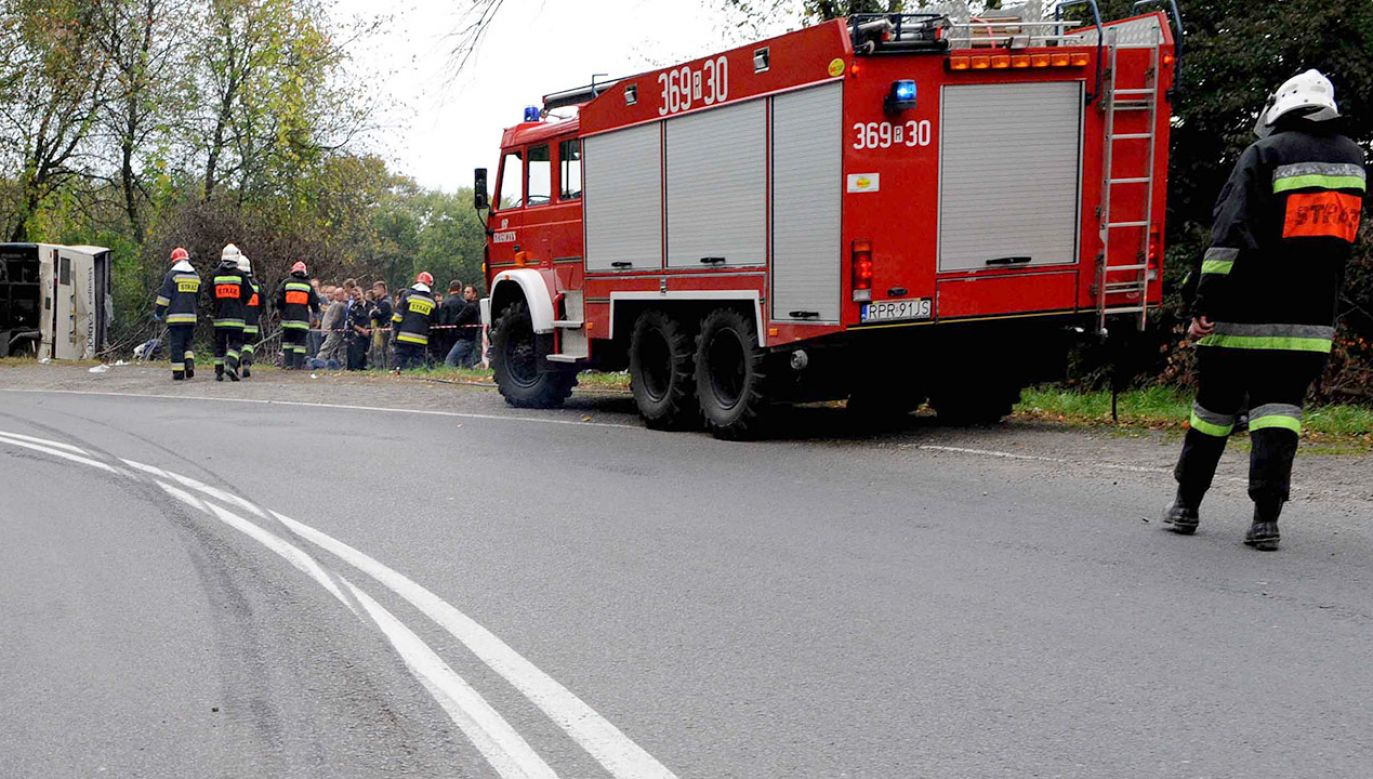Droga w obu kierunkach jest całkowicie zablokowana (fot. arch.PAP/Darek Delmanowicz, zdjęcie ilustracyjne)