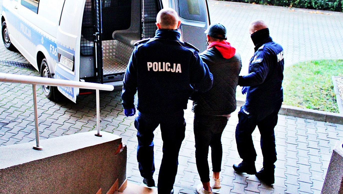 """Podejrzany """"handlował"""" w sieci towarami, których nigdy nie miał (fot.Policja)"""