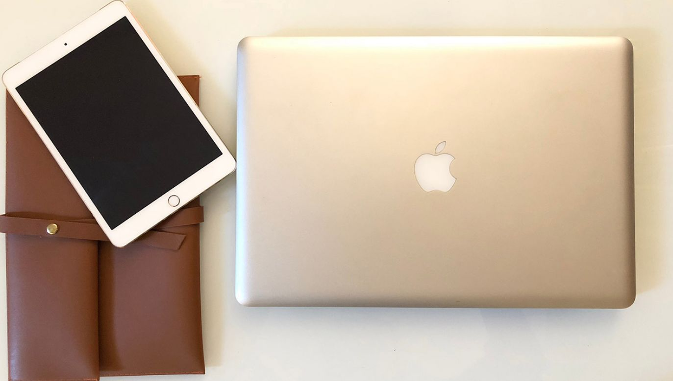 Pasażerowie samolotów nie będą mogli wnieść na pokład MacBooka Pro (fot. Shutterstock/Sad Agus)