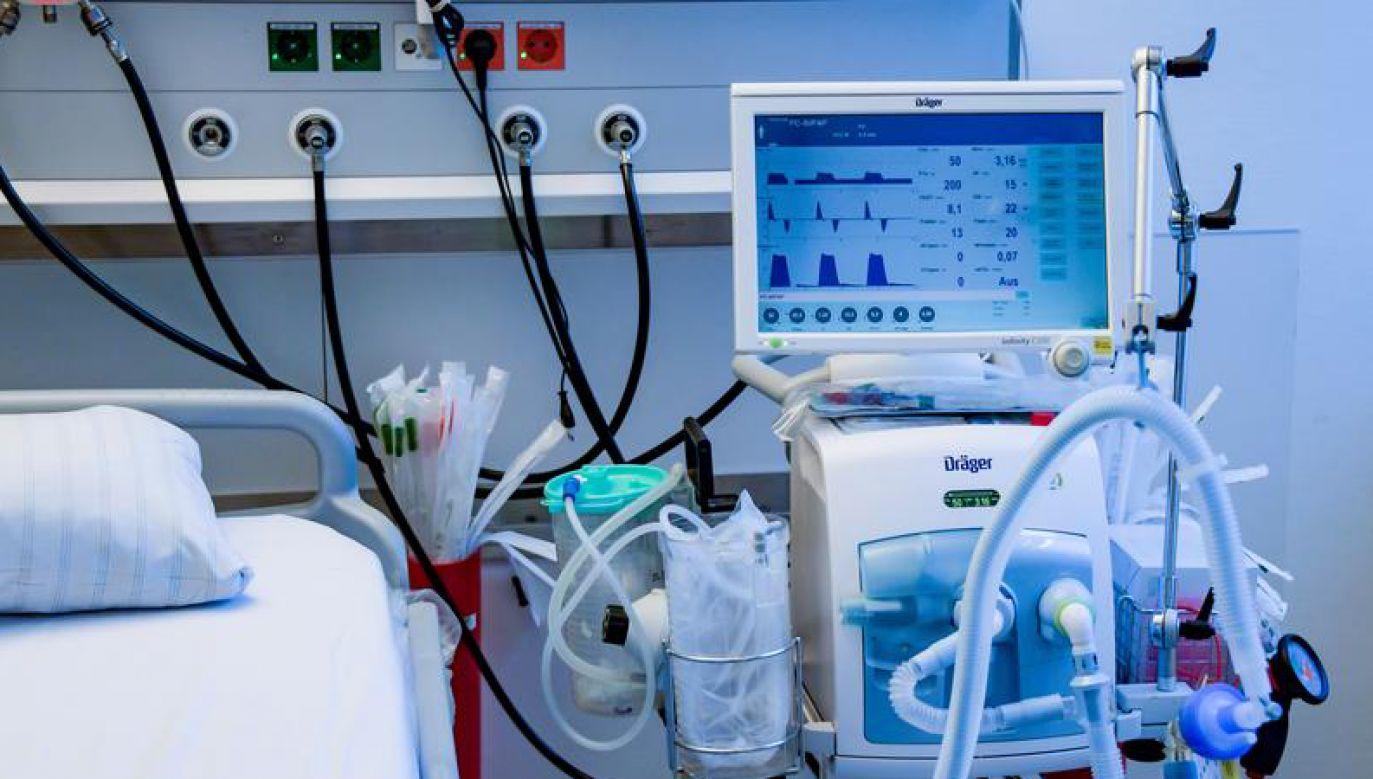 Obecnie trwa zbiórka na respirator dla szpitala w Opocznie (fot. Axel Heimken/Pool via REUTERS)