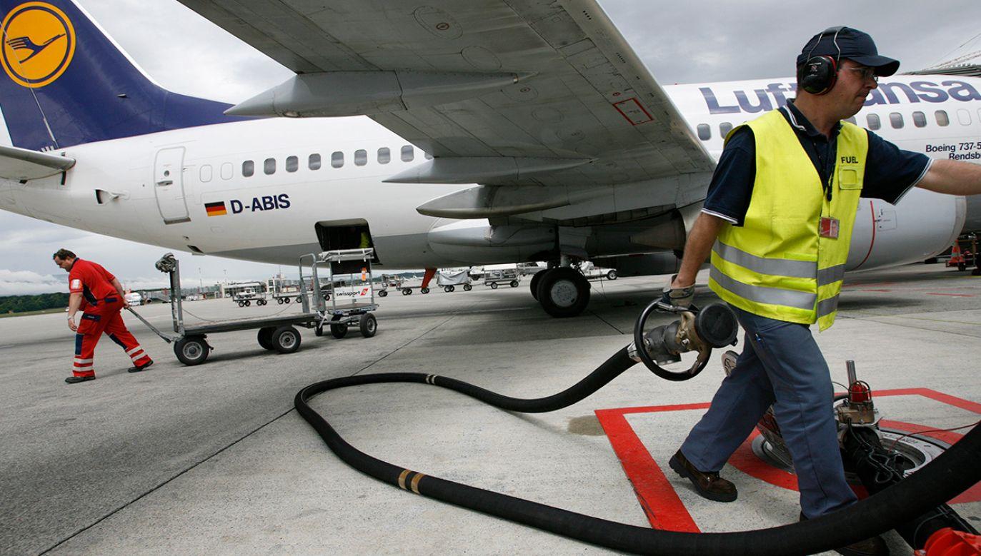 Lotnicze biopaliwo jest jednak ok. czterech razy droższe niż paliwo tradycyjne (fot. REUTERS/Denis Balibouse