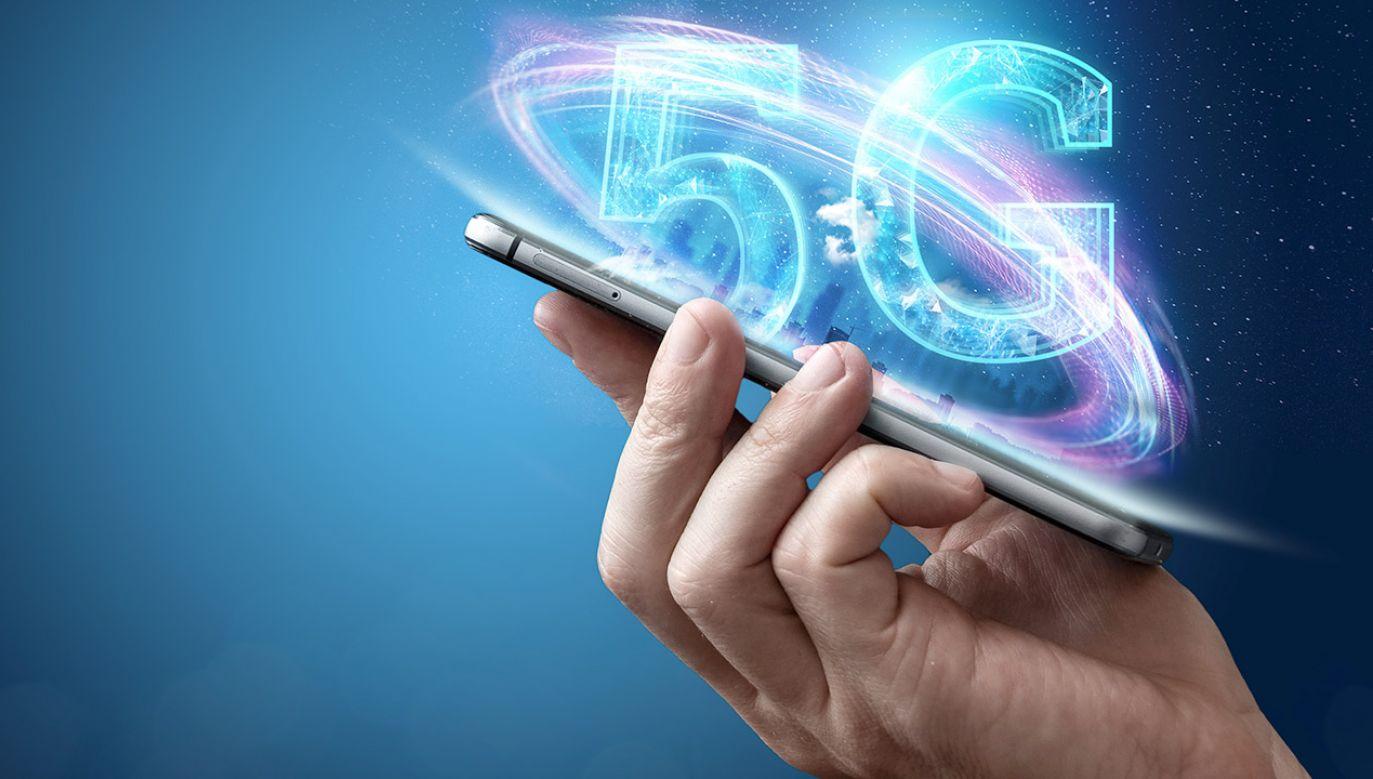 """O ile sieć 5G ma odpowiadać na zapotrzebowania związane z internetem rzeczy, to 6G ma być technologią świata """"postsmartfonowego"""" (fot. Shutterstock/Marko Aliaksandr)"""