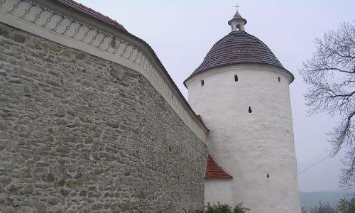 Mur klasztoru klarysek. Fot. Wikimedia Commons/Wanda Cyculeńko, CC BY 3.0, https://commons.wikimedia.org/w/index.php?curid=53396555