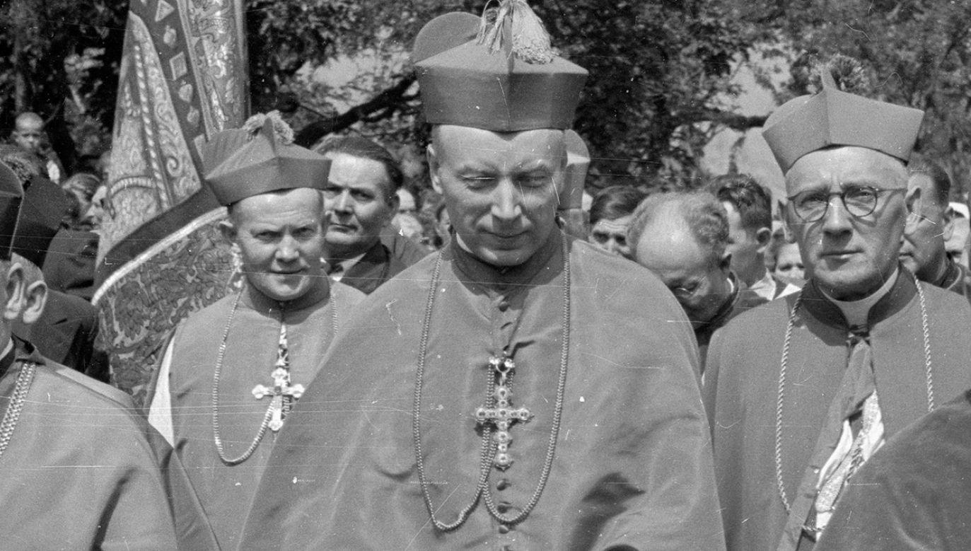 Z chwilą wybuchu Powstania Warszawskiego ks. Stefan Wyszyński pracował jako kapelan (fot. PAP)