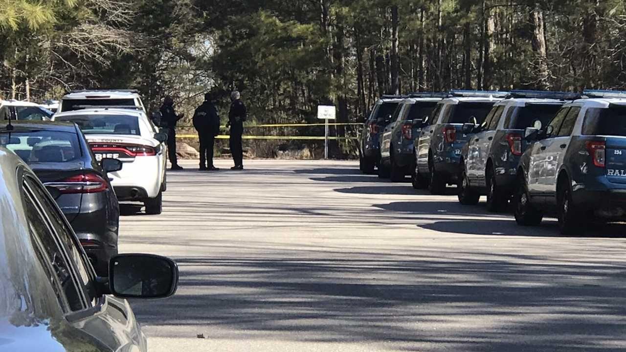 Śledczy ustalają okoliczności zbrodni (fot. Wake County Sheriff's Office)