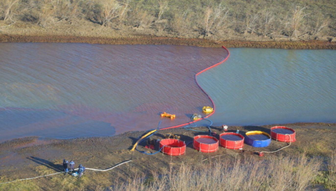 Takiej ekologicznej katastrofy nie widziano w Rosji od lat (fot. PAP/EPA/Transneft PJSC HANDOUT)