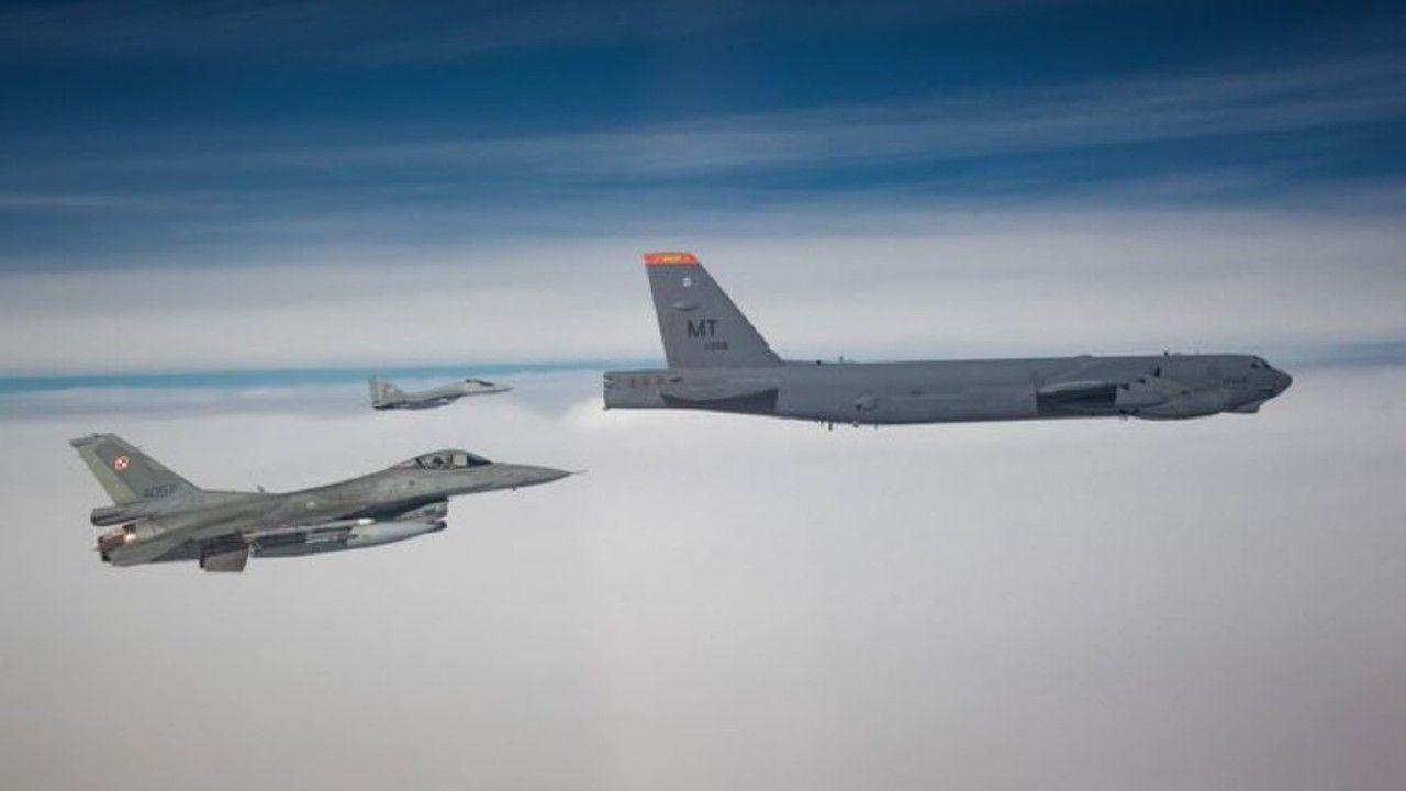 Polskie myśliwce F-16 współpracują z siłami powietrznymi USA (fot. MON)