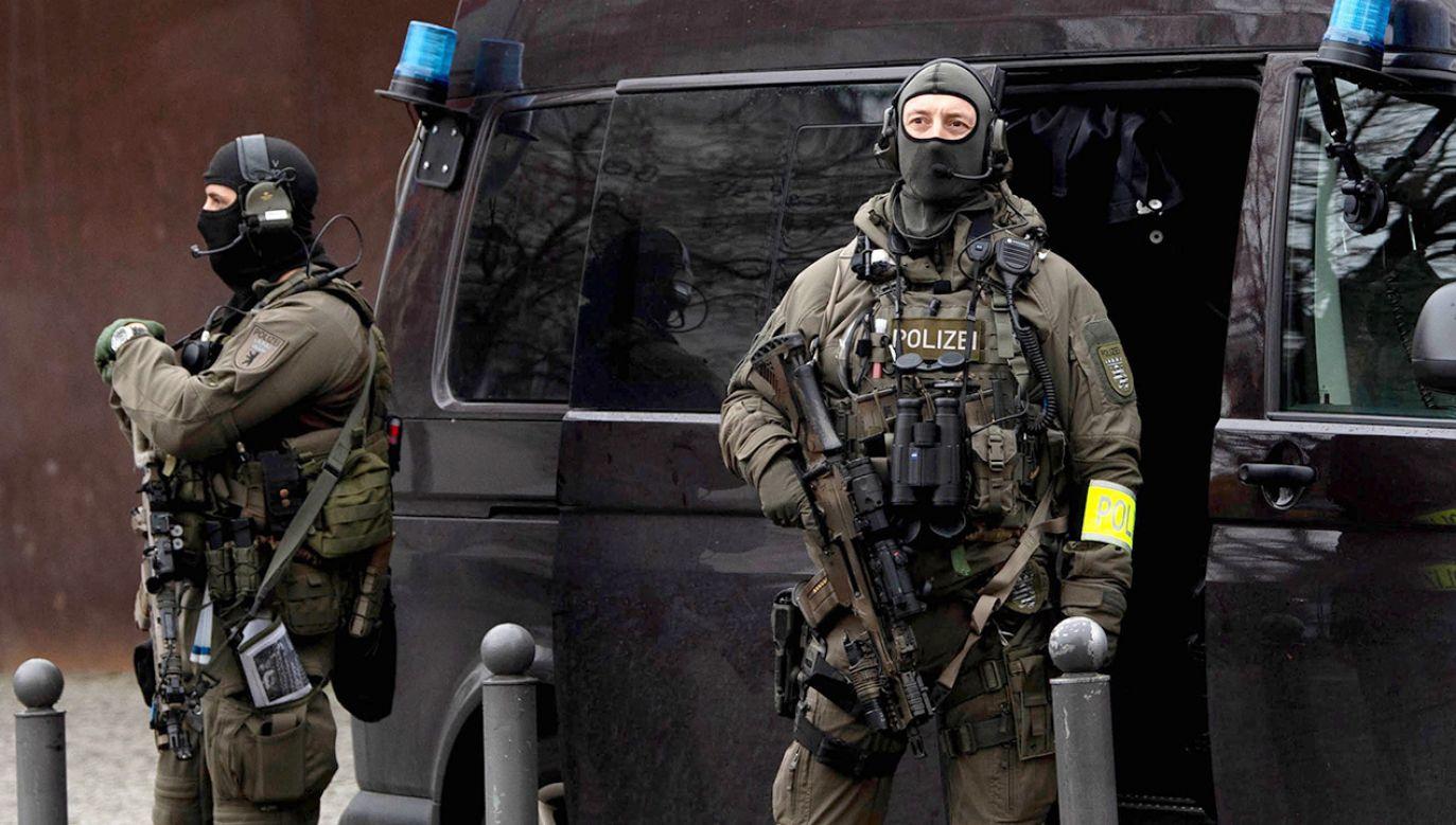 """Zatrzymany islamista pragnął """"zabić i ranić jak najwięcej ludzi"""" (fot. PAP/EPA/FILIP SINGER)"""