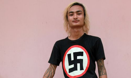 Nazistowska młodzień punkowa w Birmie (oficjalnie: Republice Związku Mjanma). Pomimo, a może właśnie z powodu tłumienia wolności przez dugi okres rządów junty wojskowej, młodzi ludzie usiłują przesuwać granice tego, co starsze pokolenia i politycy uważają za akceptowalne. Fot. MC TRESSIN / Gamma-Rapho via Getty Images